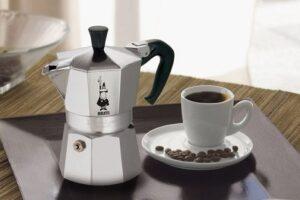 Cómo hacer café con la moca Bialetti bien y con la crema